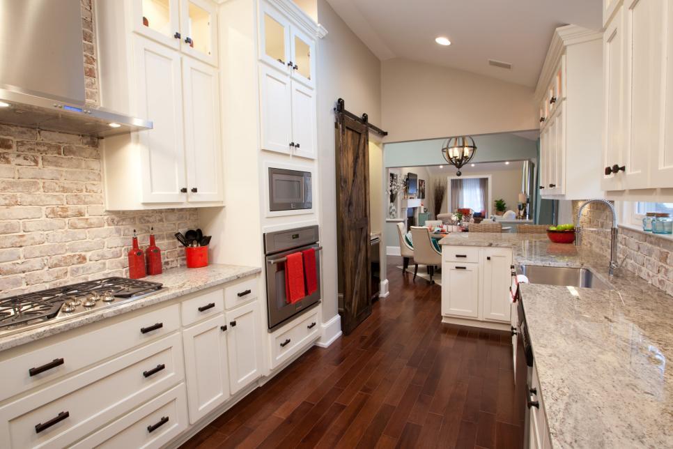 BP_HPBRS605H_beauty-kitchen_330552-918255.jpg.rend.hgtvcom.966.644