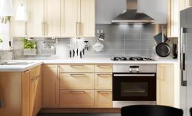 Thiết kế tủ bếp chuyên nghiệp bằng nhiều loại gỗ tốt kết hợp với phụ kiện chính hãng nhập khẩu